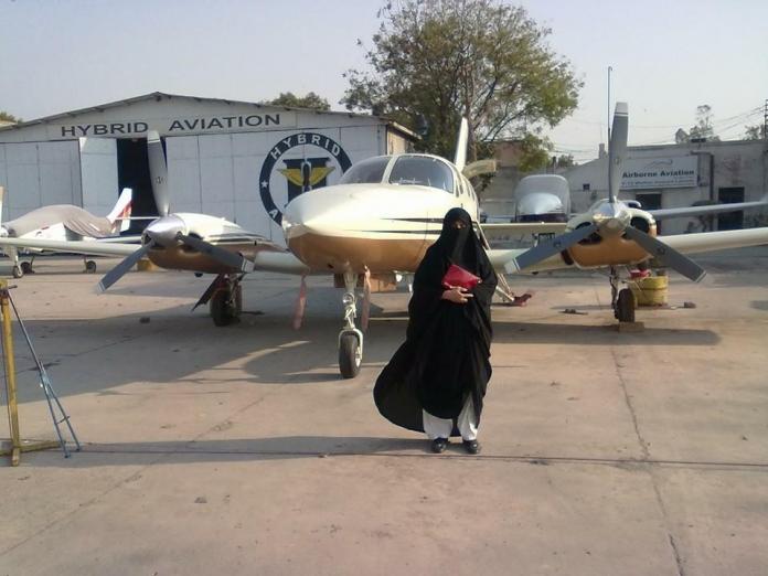 shahnaz laghari, pilot bercadar, pilot wanita berhijab