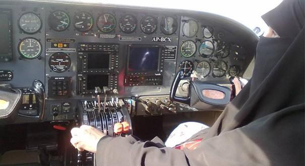 Inspirasi muslim_Shahnaz Laghari Pilot Bercadar1