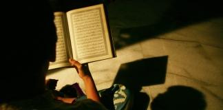 Ternyata Tak Semua Ulama Setuju Melantunkan Al Quran dengan Merdu