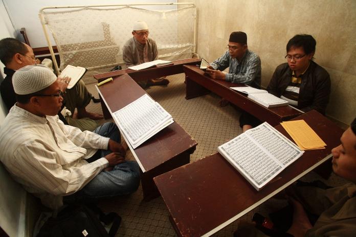 mencintai Quran