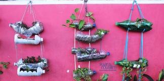 Menyulap Sampah Botol Plastik Menjadi Vas Bunga