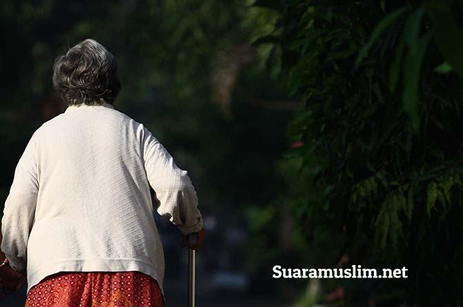 Beginilah Cara Menghormati Orang Tua yang Non Muslim