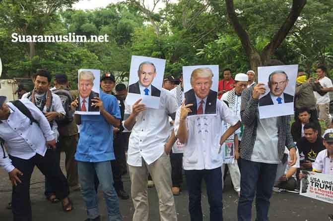 Ribuan Massa Mendemo Konjen AS di Surabaya-1
