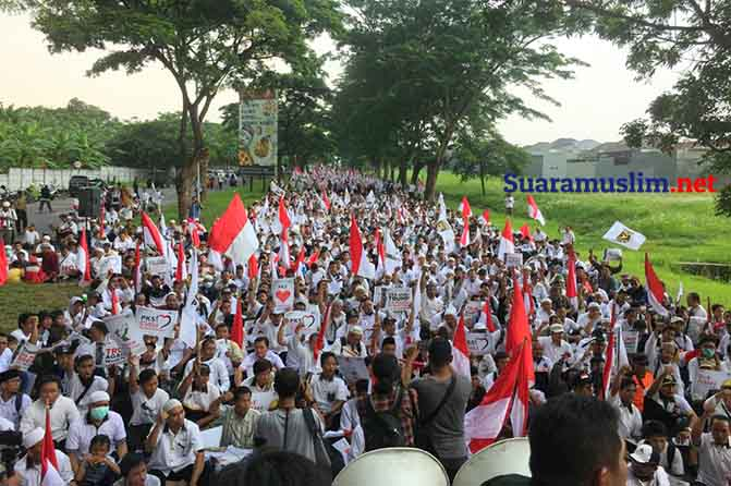 Ribuan Massa Mendemo Konjen AS di Surabaya