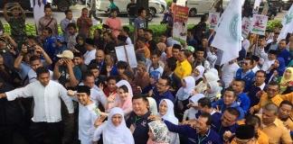 Diiringi Shalawat, Pendaftaran Khofifah-Emil Dikawal Ratusan Pendukung