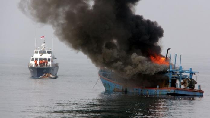 Pro dan Kontra Penenggelaman Kapal Pencuri Ikan