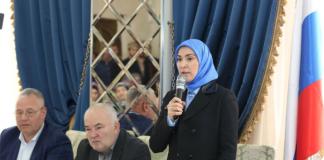 Sisi Lain Aina Gamzatova Sang Penantang Vladimir Putin di Pilpres