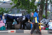 Sudah Empat Puluh Hari Puluhan Imigran Masih Bertahan Di Trotoar Jalan