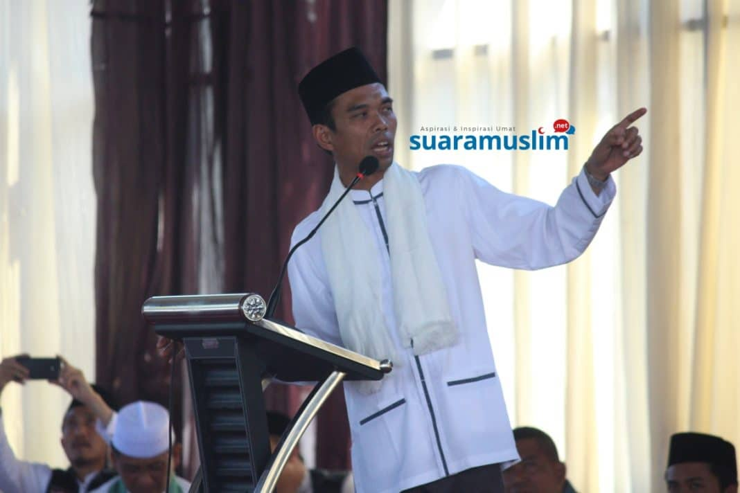 Ustadz Abdul Somad Tabligh Akbar di Koarmatim Surabaya(1)