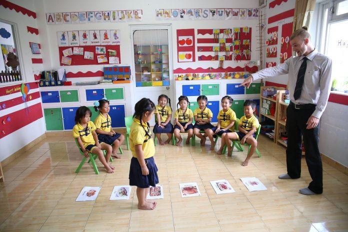 12 adab guru
