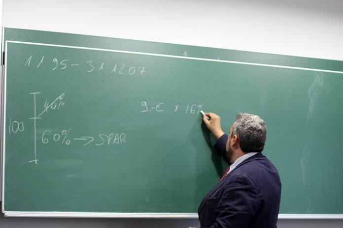 Pantaskah Guru Sebagai PNS