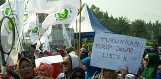 Barisan Emak-emak Militan Minta Jokowi Turunkan Harga Bahan Pokok