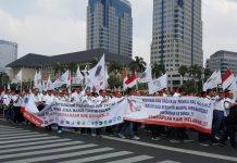 Ribuan Karyawan Turun ke Jalan Tolak Pertamina Dijual