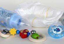 Tips Bepergian Jauh Bersama Bayi dengan Transportasi Umum