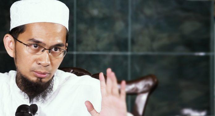 Ustadz Adi Hidayat Tak Seperti Kuntowijoyo
