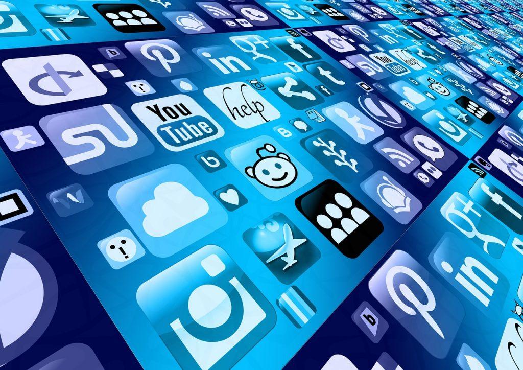 Internet Sehat, Ini Bahaya Terlalu Mengumbar Info di Medos