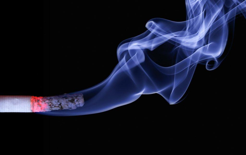 """Klaim """"Menyehatkan"""" dari Rokok Herbal"""