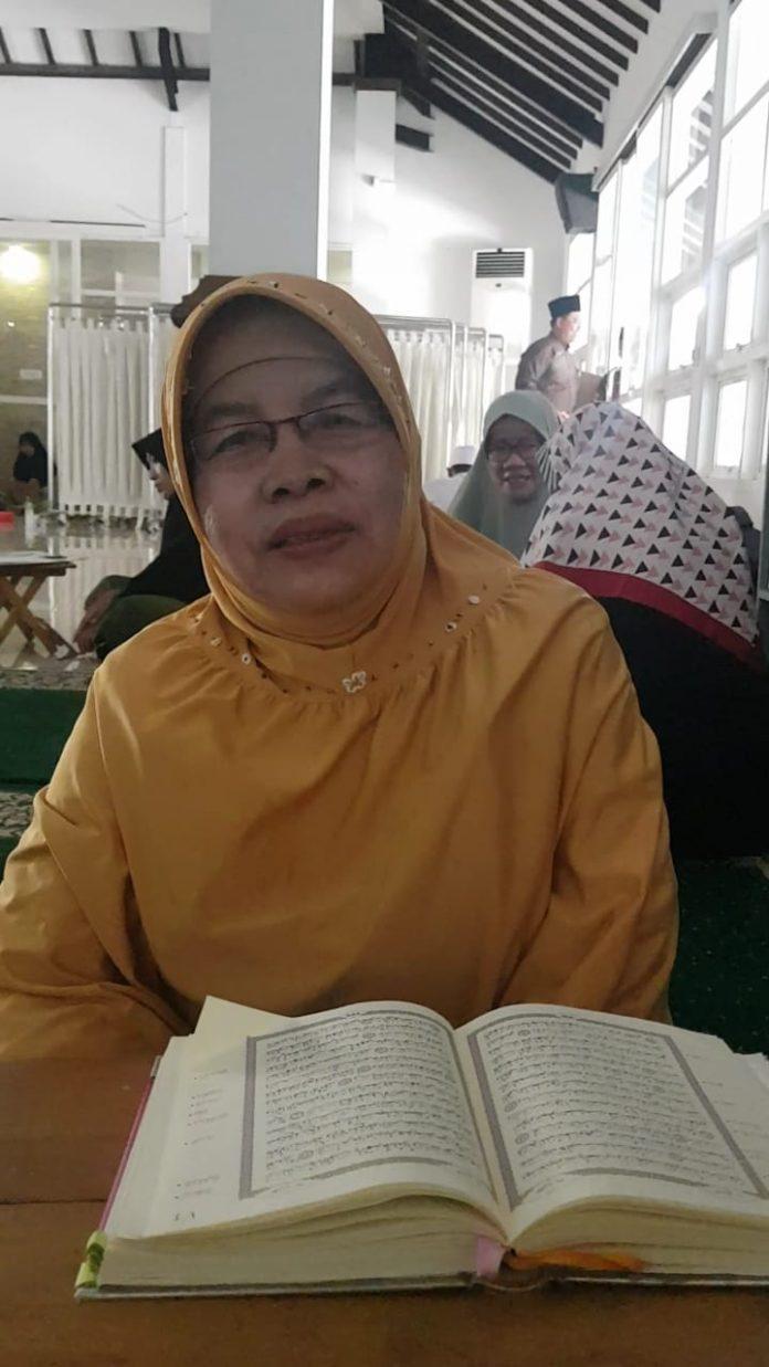 Kisah Seorang Ibu Yang Hafal 17 Juz Setelah Pensiun Kerja