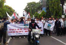 """Demo Jokowi, Mahasiswa KAMMI se Jabodetabek bawa """"Stuntman"""""""