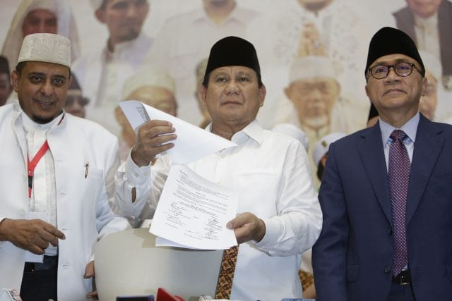 JAKARTA (Suaramuslim.net) – Gerakan Nasional Pengawal Fatwa Ulama (GNPF-Ulama) melalui Ijtima' ulama jilid II telah menyatakan dukungannya terhadap pasangan no urut 2 Prabowo Subianto – Sandiaga Salahuddin Uno.