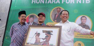Di Acara Pameran Huntara DPR, Bamsoet Beli Foto Lelang Senilai 74 Juta