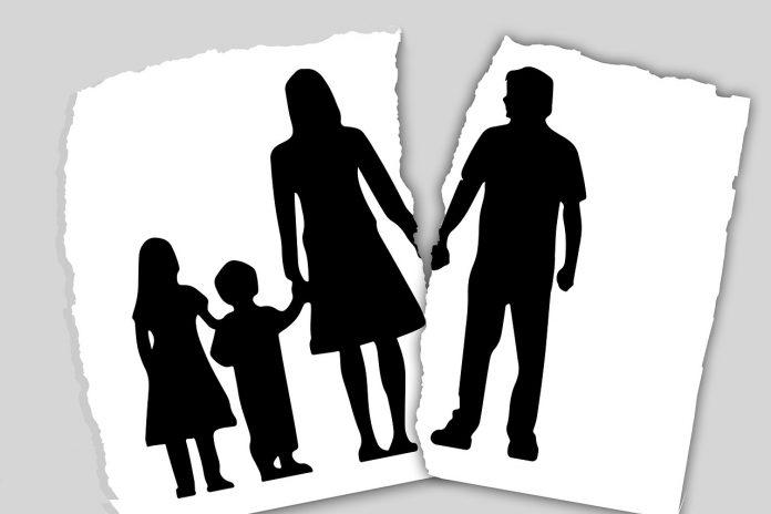 Novel Karya Asma Nadia: Ayah Bunda… Pertahankan!!