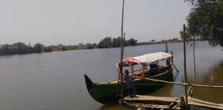 Sensasi Naik Perahu di Wisata Bahari Tlocor