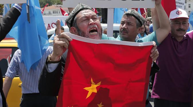 Tiongkok Diduga Retas IPhone Warga Uighur Via Malware
