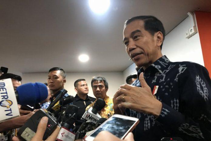 Jokowi di Rumah BJ Habibie: Saya Mengajak Masyarakat Berdoa Bersama-sama