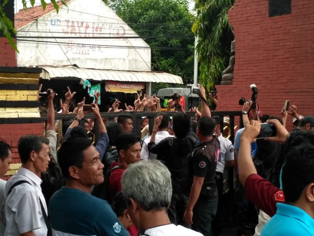 Relawan Prabowo-Sandi Berjubel di Lapas Mojokerto