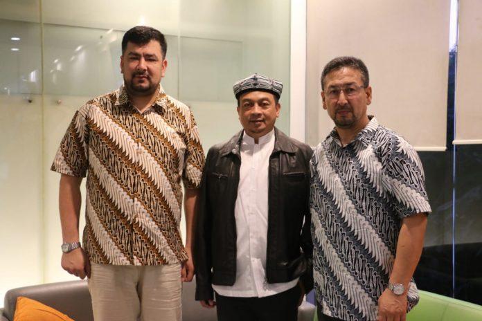 Dilepas UBN, Rombongan Muslim Uighur Kunjungi Korban Tsunami Banten