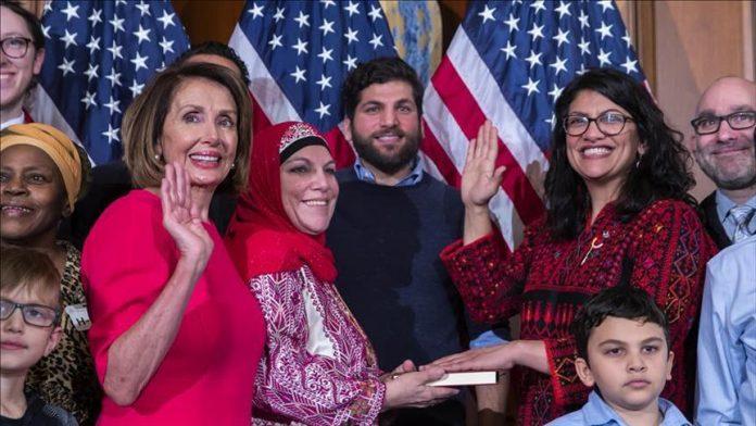 Rashida Tlaib, Anggota Kongres Amerika yang Dilantik Menggunakan Busana Palestina