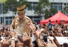 Dapat Tanjak Emas dari Rakyat Riau, Prabowo Balas Dengan Pantun