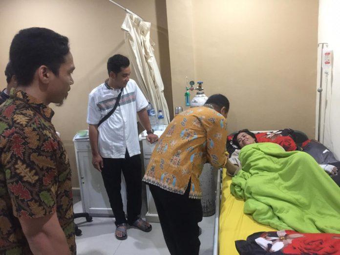 Bawaslu Riau Kunjungi Petugas KPPS yang Sakit
