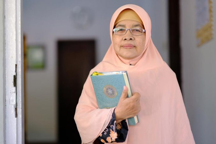 Mulai Menghafal Al Qur'an Saat Pensiun, Kini Sri Sudah Hafal 18 Juz