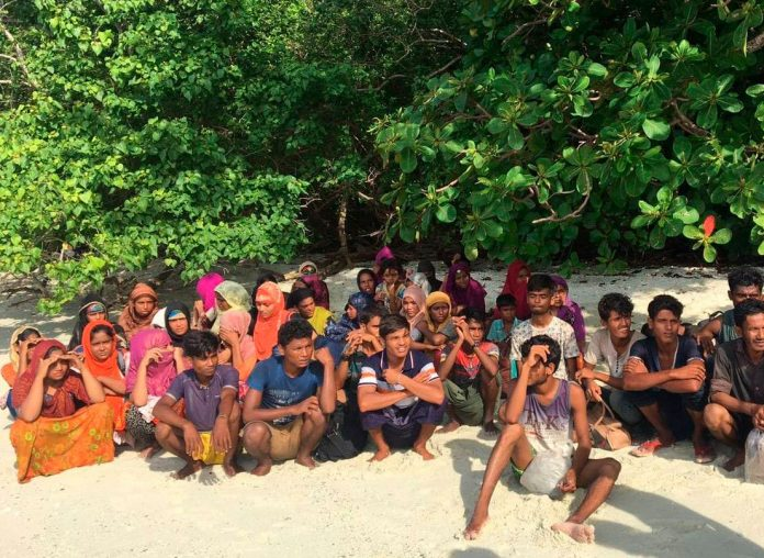 65 Rohingya Ditemukan di Perahu Karam di Thailand