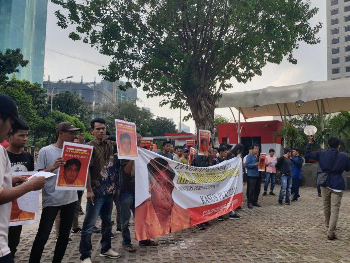 Datangi Gedung KPK, Mahasiswa Minta Airlangga Hartarto Ditangkap