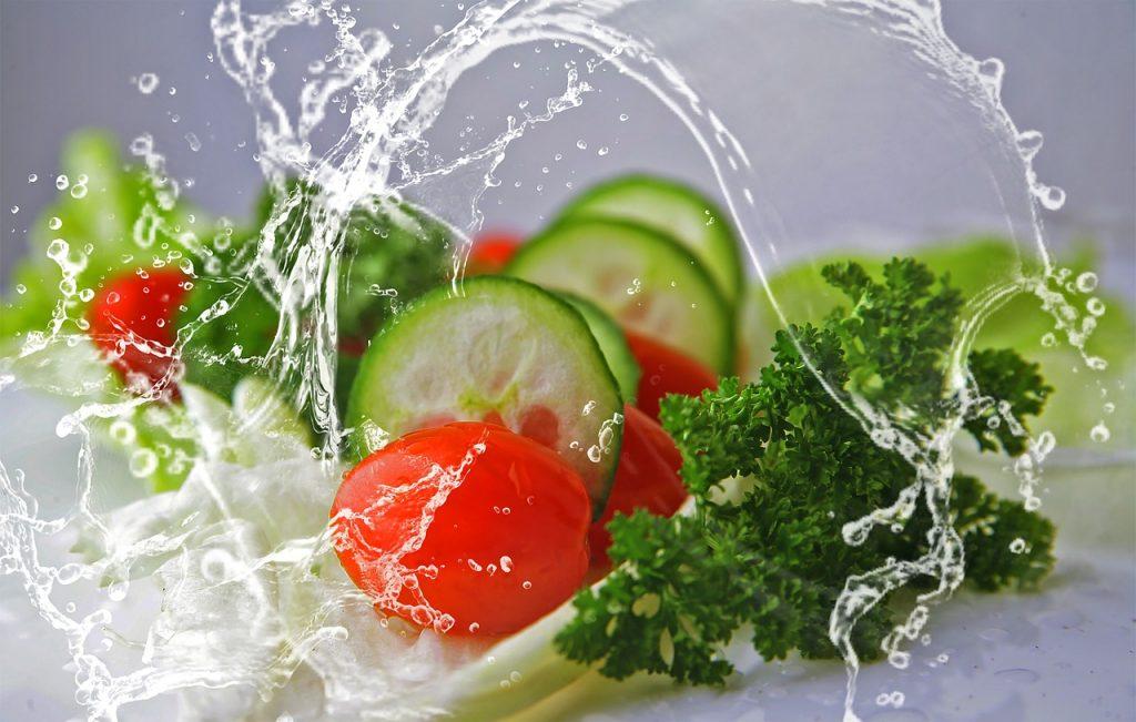 Sudah Benarkah Cara Kita Mencuci Sayuran