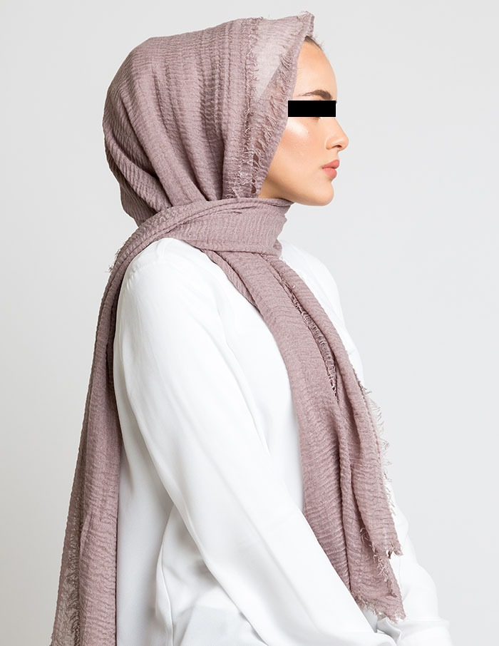 Ilustrasi wanita mengenakan kerudung seperti punuk unta. (Foto: Benharad.co.uk)