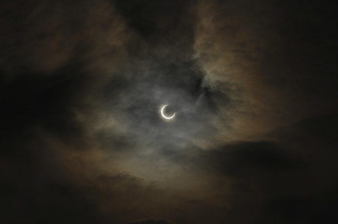 Bagaimana Tuntunan Islam Ketika terjadi Gerhana Bulan?
