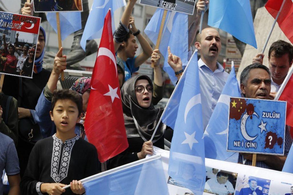 Mesir Bantu Tiongkok Tahan dan Interogasi Para Siswa Uighur