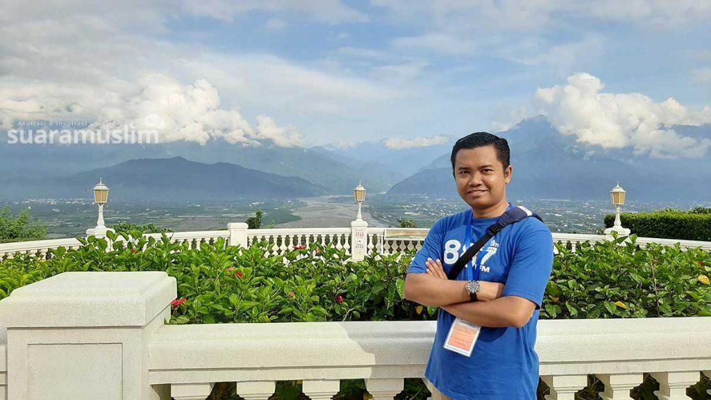 Suasana pegunungan dan Hualien dari depan Hualien Farglory Hotel di pagi hari. Foto: Suaramuslim.net