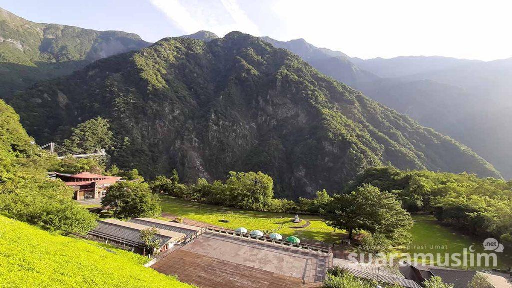 Taman Nasional Taroko dengan gunung dan hutannya yang eksotis. (Foto: Muhammad Nashir)