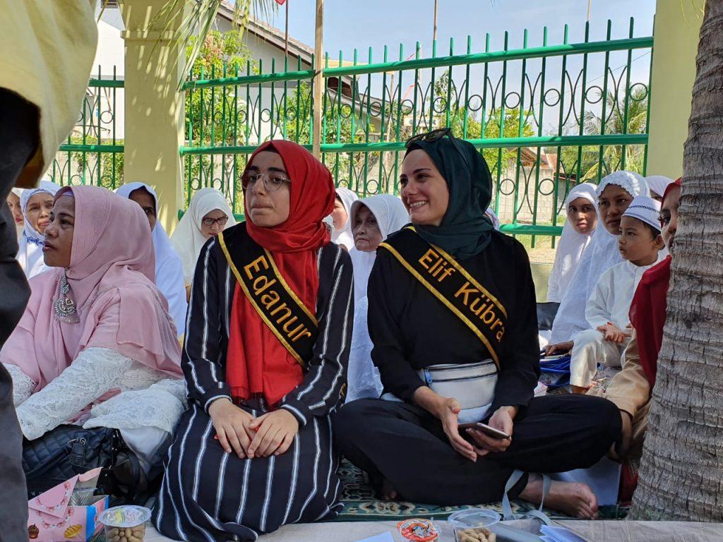 Blogger asal Turki, Edanur Yıldız & Elif Kübra Genç yang mengikuti acara Peringatan 480 tahun hubungan persaudaraan Aceh dan Turki dalam testimoninya menyampaikan kekagumannya kepada Aceh.