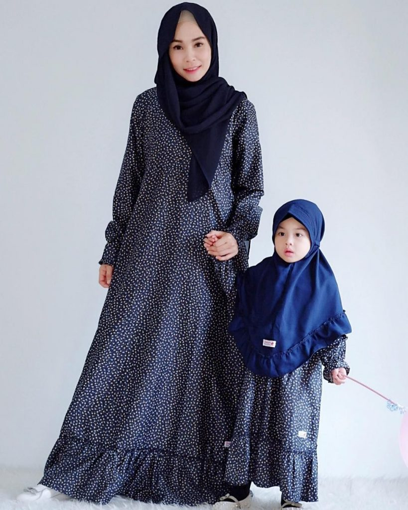 9 Ide Berhijab Kembaran Anak dan Mama - Suara Muslim
