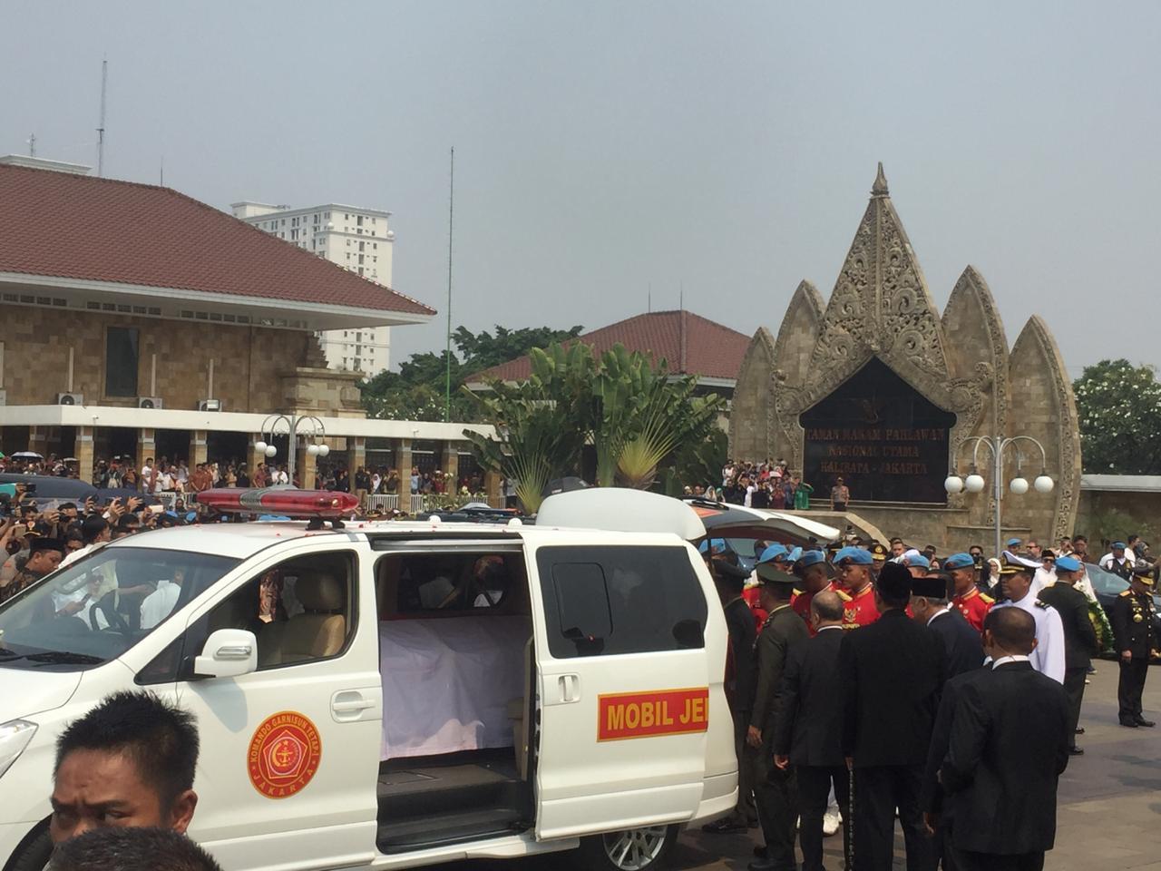 Jenazah BJ Habibie Tiba di TMP Kalibata, Jokowi Pimpin Upacara Pemakaman