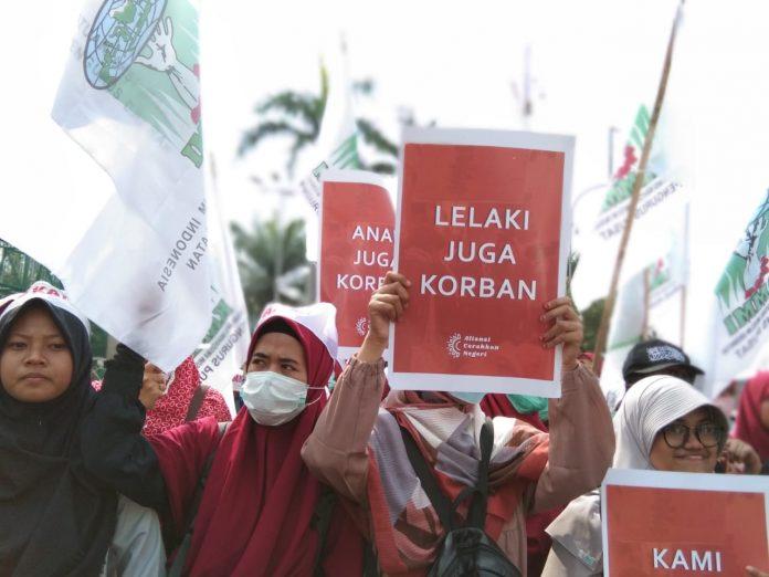 Aksi di Depan Gedung DPR RI, Massa Tolak RUU P-KS