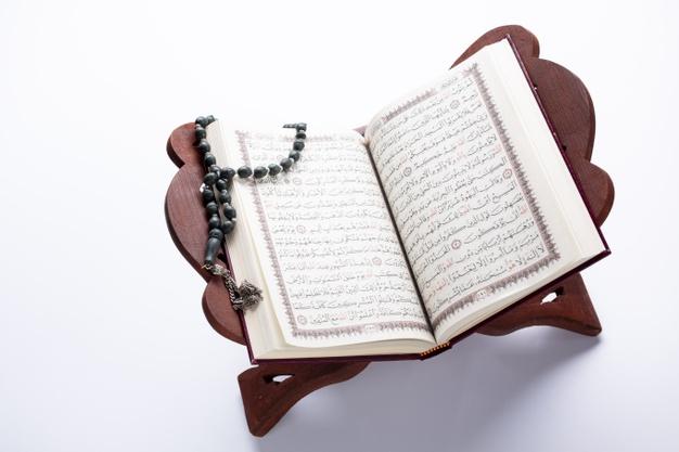 Keutamaan Mendengarkan Bacaan Al Quran