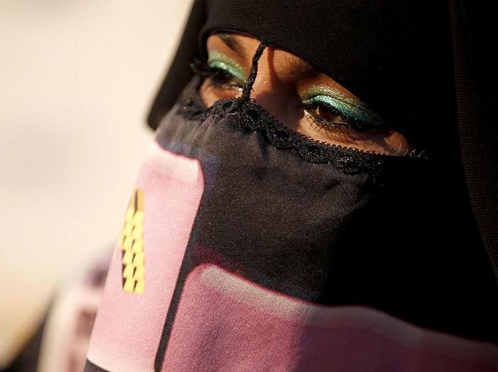 Viral Cross Hijaber, Bagaimana Islam Memandang Laki-laki yang Berpakaian Wanita