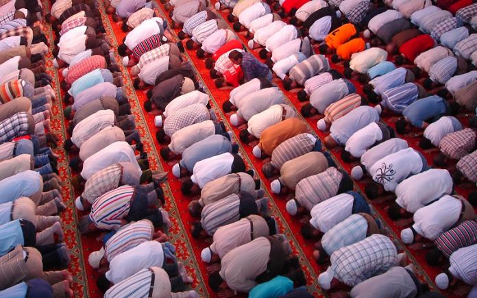 Fatwa MUI: Wanita Jadi Imam Salat
